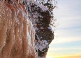 غارهای یخی در دریاچه برتر
