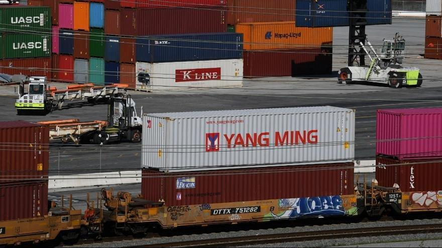 ترامپ: چین فورا تعرفه ها بر روی محصولات کشاورزی را لغو کند