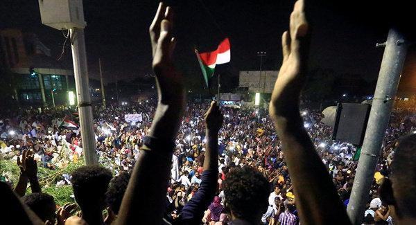 شورای نظامی برای 2 سال در سودان حکومت می نماید