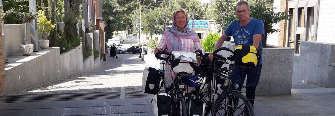 زوج دوچرخه سوار خارجی در راستا هلند &ndash سنگاپور به ایران رسیدند ، توصیه شده بود از ایران دیدن کنیم