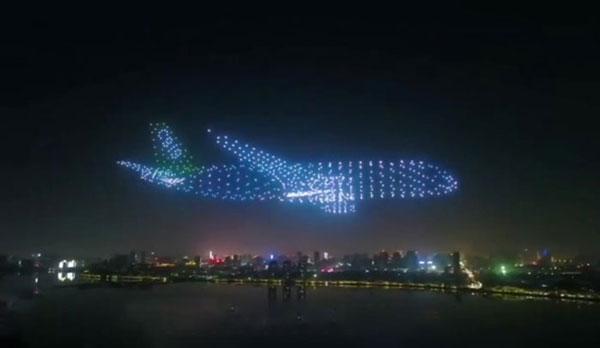 اجرای دیدنی 800 پهباد در نمایش هوایی چین