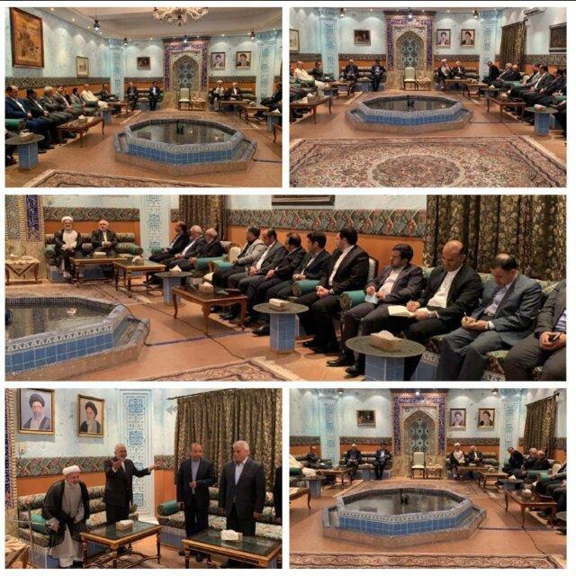 ملاقات جمعی از ایرانیان و فعالان مالی مقیم عمان با ظریف
