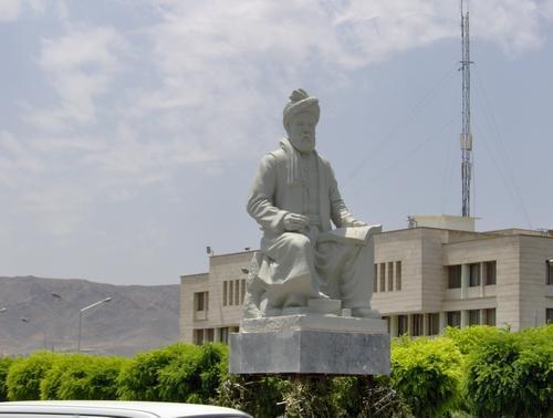 حاشیه های ساخت یک مجسمه 38 متری در دانشگاه فردوسی مشهد!