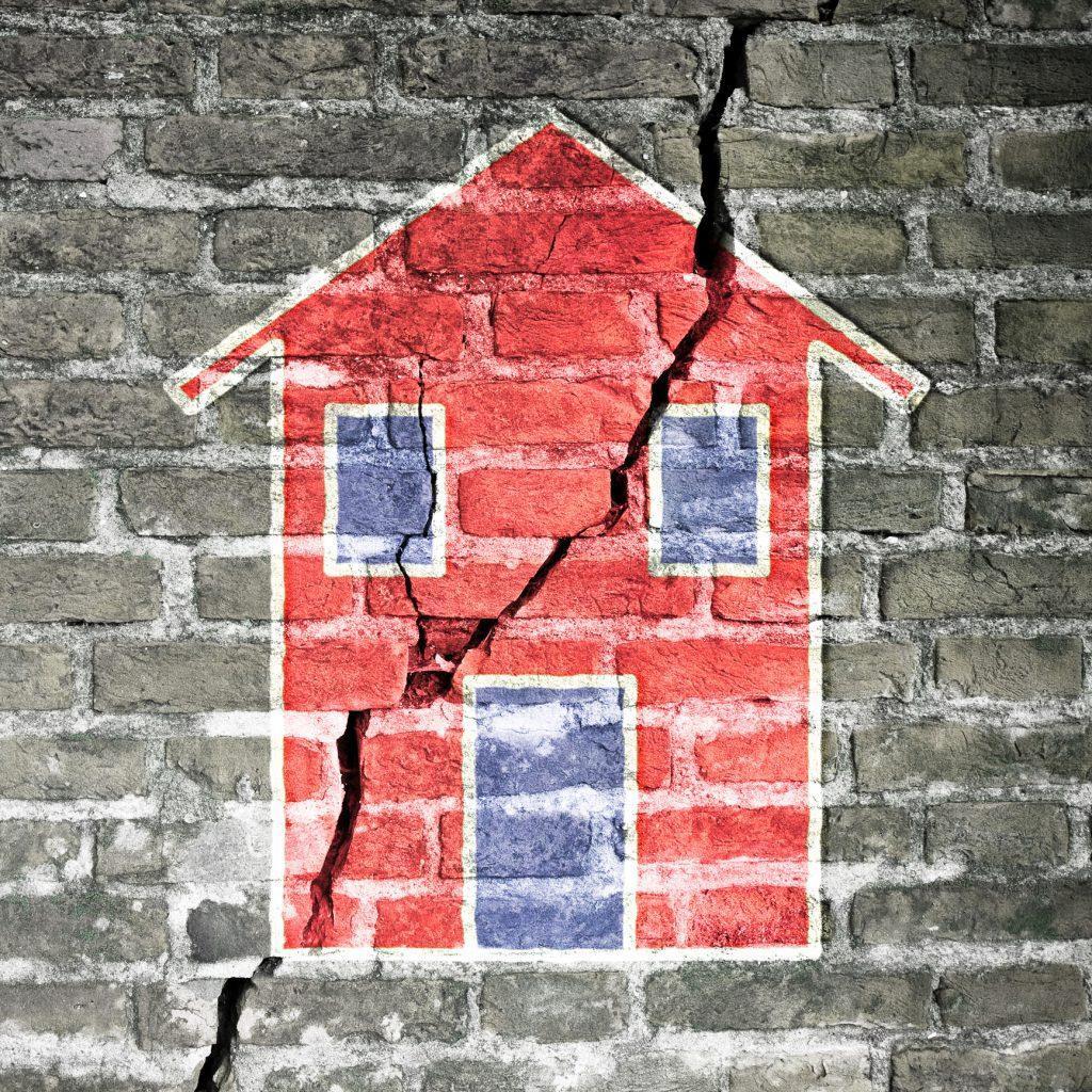 در هنگام وقوع زلزله چه بکنیم که زنده بمانیم ؛ مثلث حیات خطرناک است؟