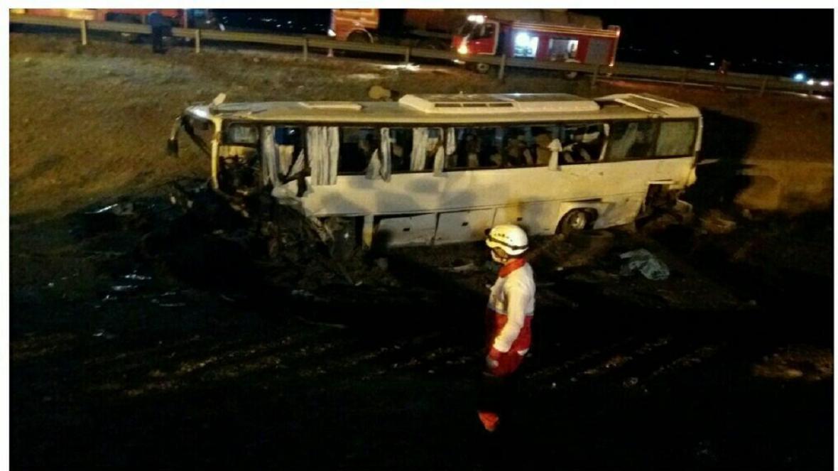 یک کشته و 32مصدوم در پی واژگونی اتوبوس کارکنان ایران خودرو