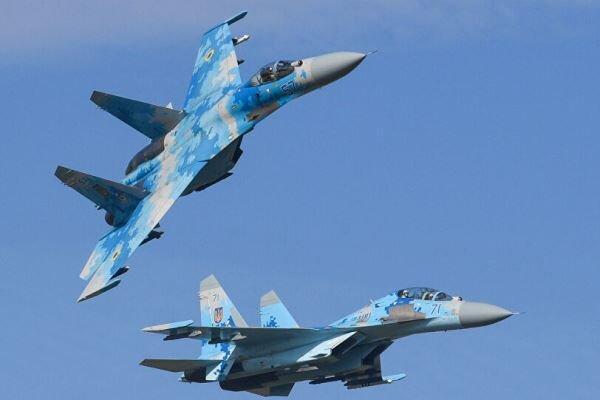 جنگنده سوخو-27 روسیه یک هواپیمای جاسوسی آمریکا را رهگیری کرد