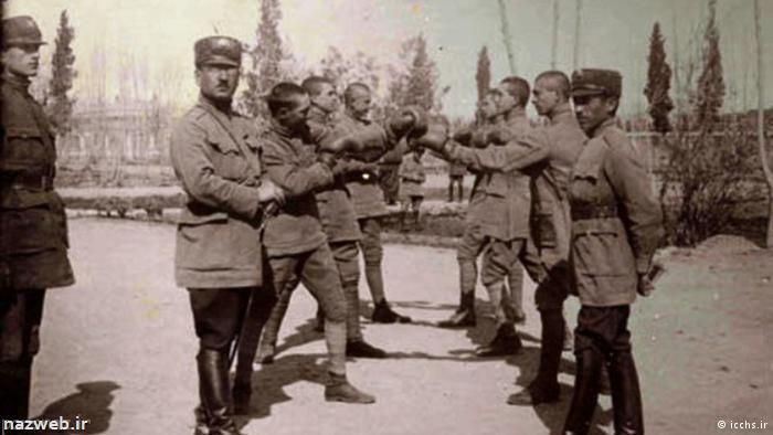 از ارتش اجاره ای قاجار تا ارتش نمادین رضاخان