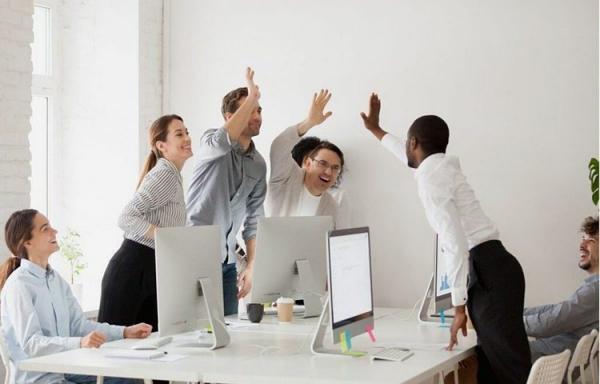 شوخ طبعی در محیط کار، بهره وری را افزایش می دهد