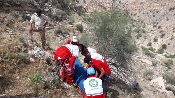 خبرنگاران گردشگران گرفتار در کوه کمرسیاه خرم آباد نجات یافتند